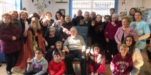 Visita del Rey Mago Gaspar al SED Caravaca, cantaron villancicos, disfrutaron del amigo invisible y degustaron dulces navideños.